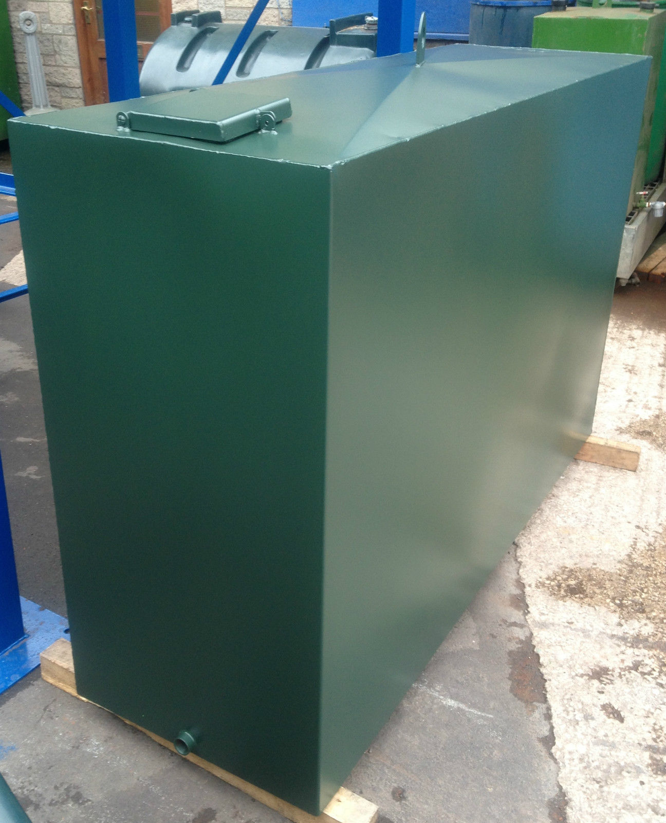Single skin metal oil tank