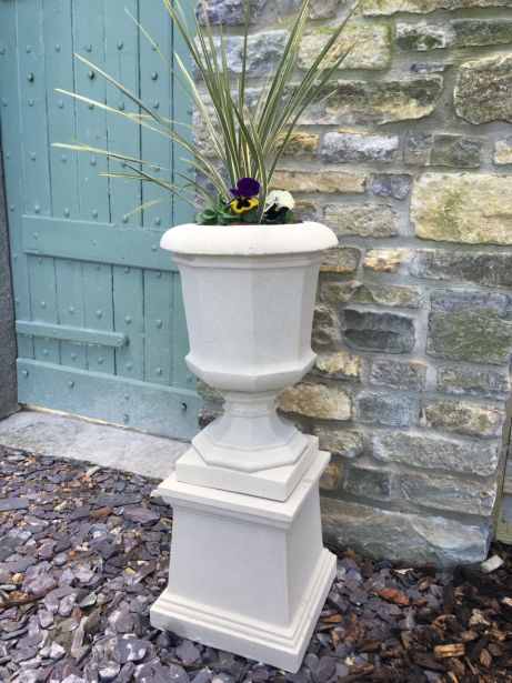 Baldwin Urn on Plain Plinth
