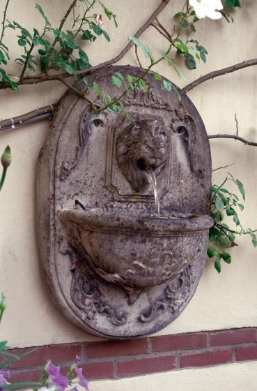 Recirculating Lion Fountain